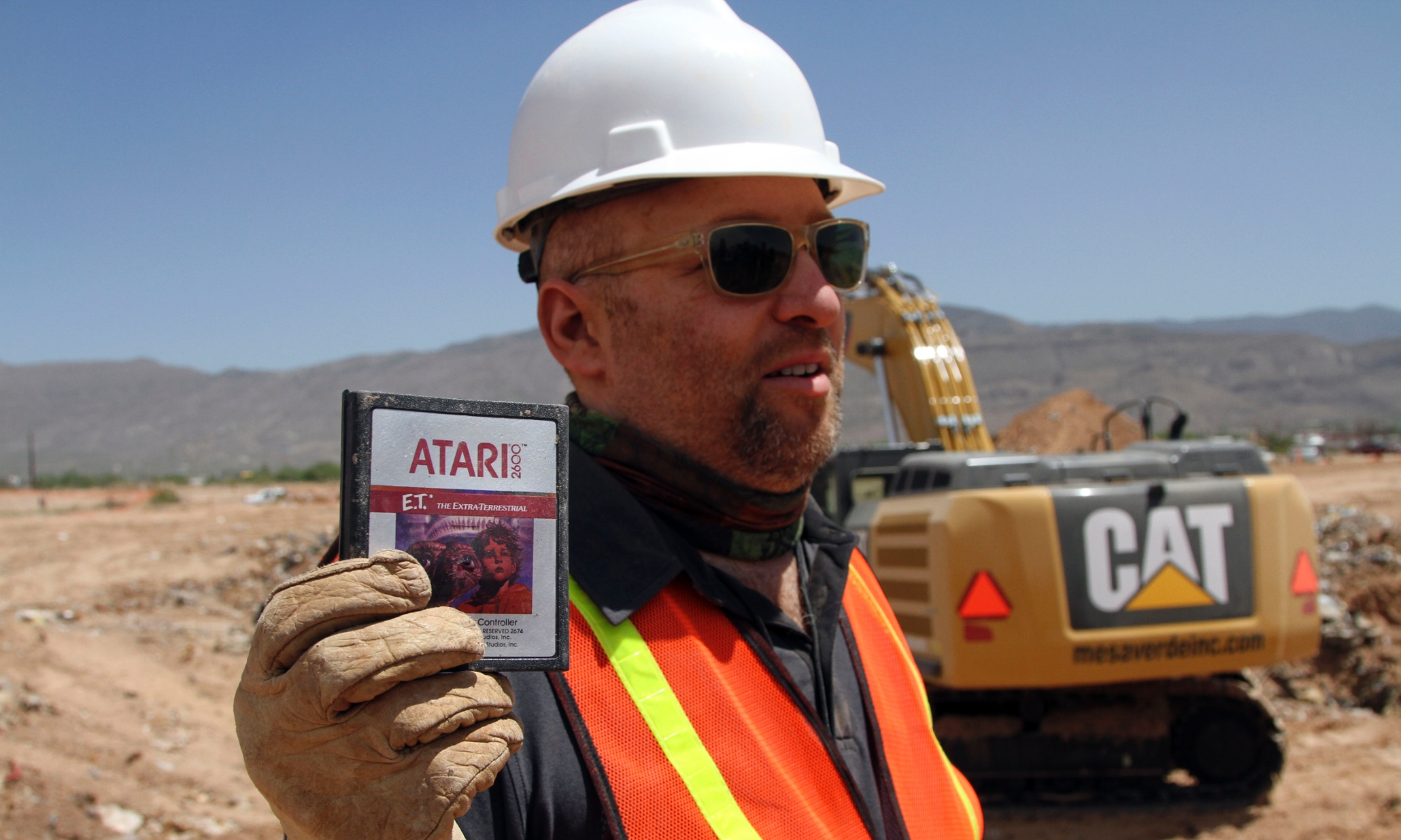 'A golden shining moment': the true story behind Atari's ET, the worst video game ever