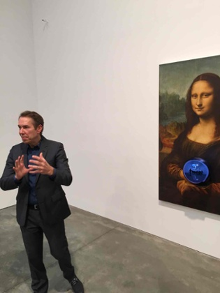 Jeff Koons talks the press through Gazing Ball (da Vinci Mona Lisa), 2015