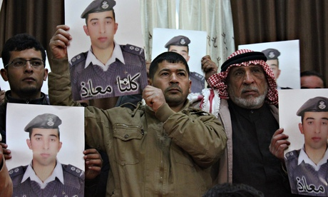 Jordan seeks proof that Isis captive is alive as tributes are paid to Kenji Goto