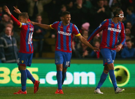 Fraizer Campbell celebrates firing Palace in front with Dwight Gayle and Marouane Chamakh.