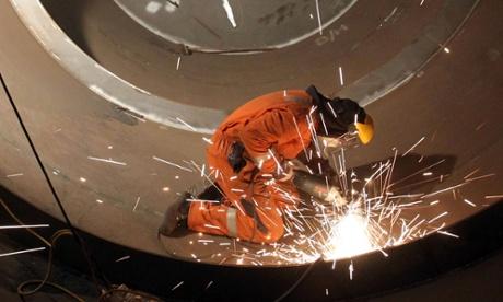 Tumbling oil price boosted UK manufacturing, says CBI