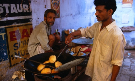 The foodie traveller … at breakfast with the faithful in Varanasi, India