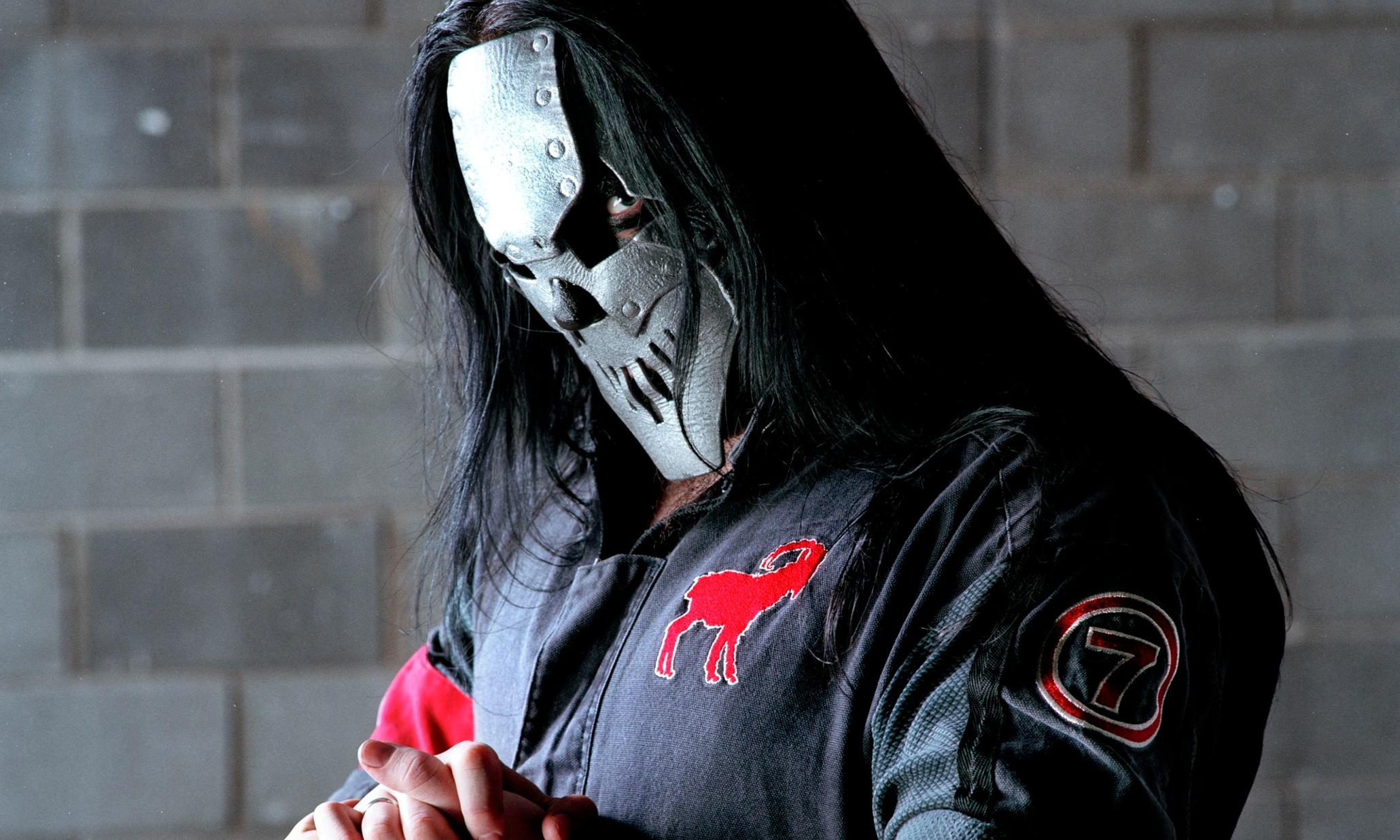 Slipknot guitarist Mick Thomson stabbed in head