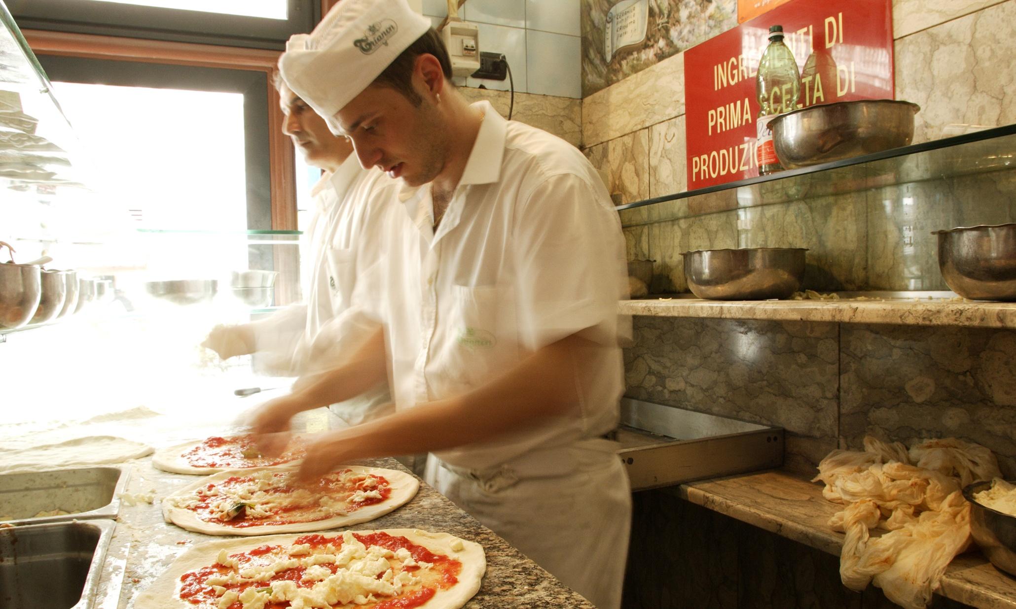 Как делают пиццу в пиццерии фото