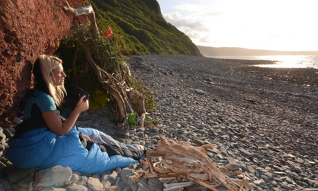 UK wilderness adventures: build a driftwood den in north Devon