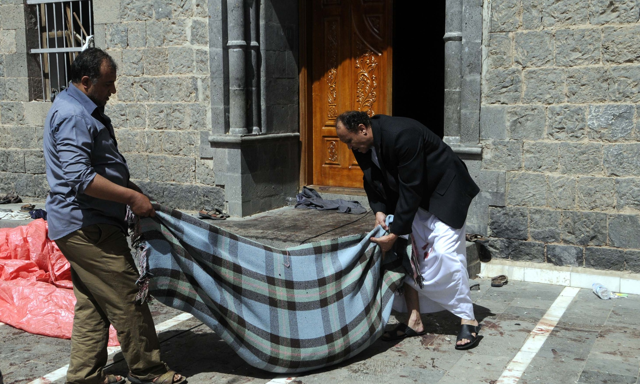 Yemen suicide bombings leave over 100 dead after mosques targeted