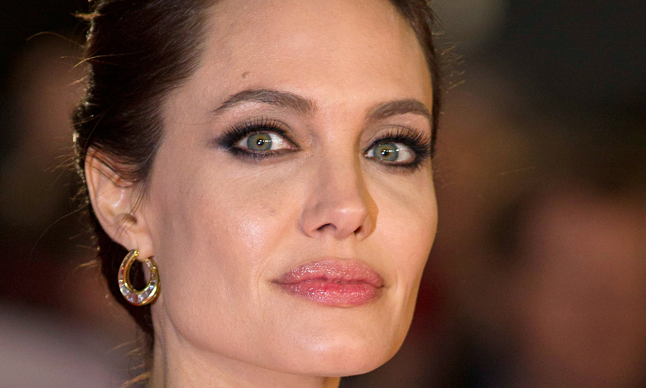 Angelina Jolie says the decision to deal with her cancer was simple ... Angelina Jolie