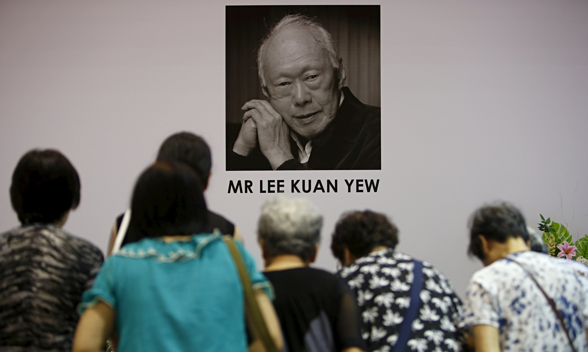 lee kuan yew essay 5 life lessons from lee kuan yew by nina syahira dr lee wei ling's essays for the sunday times, we wouldn't know of the sentimental, softer side of him.