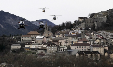 Germanwings crash: first victims named as search resumes
