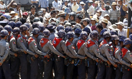 Burmese police block student protesters