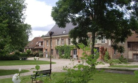 Outside view of Ferme de Bray B&B in Sommery, France