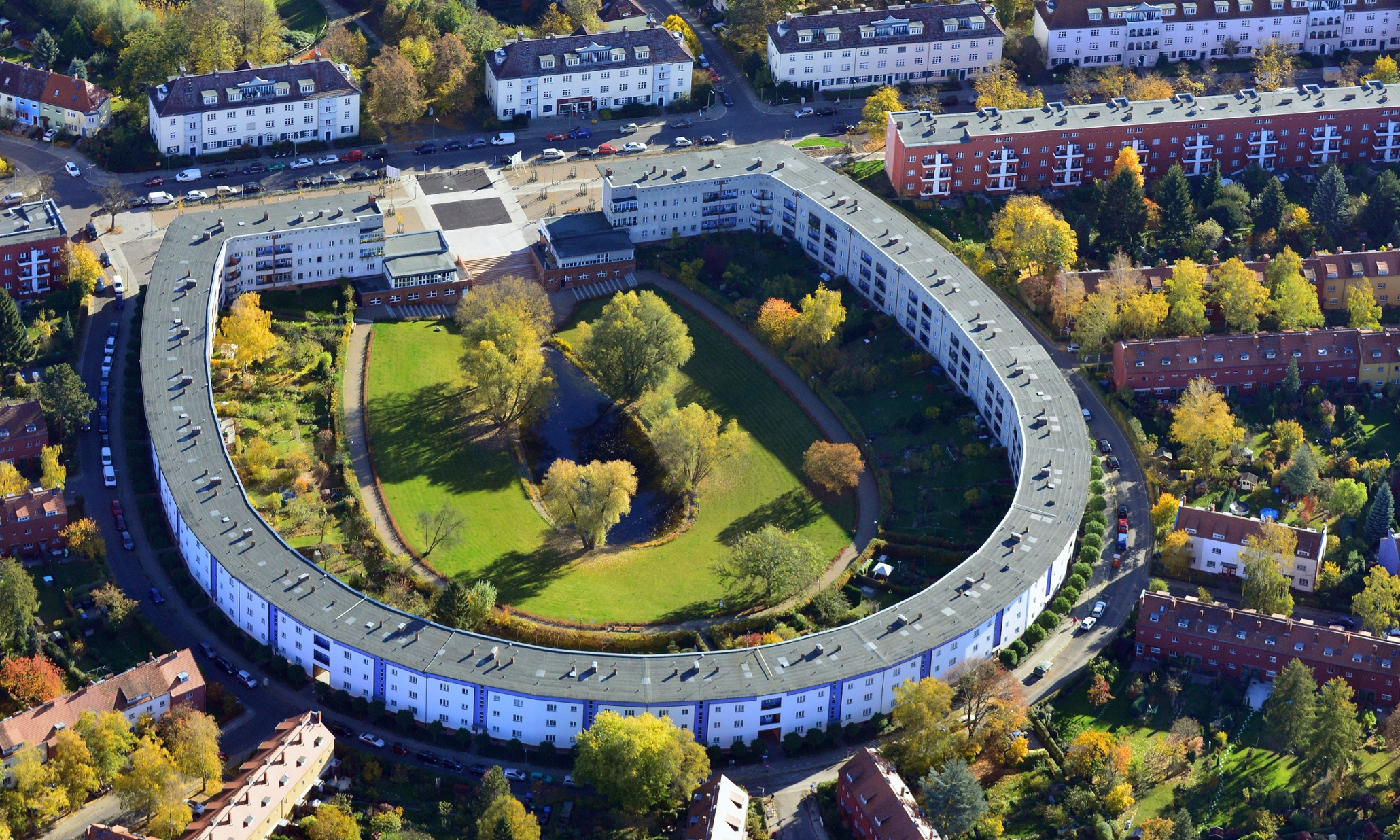 Berlin S Flat Roofed Hufeisensiedlung A History Of