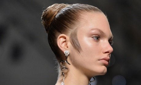 Sideburns for women: get in the loop