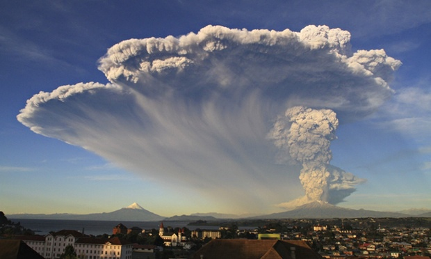 Giant ash cloud over Puerto Montt