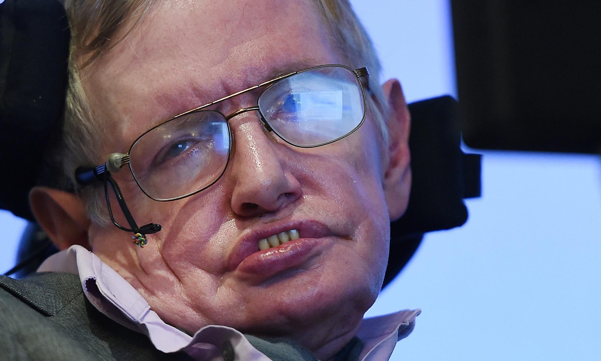 Stephen Hawking tells fans Zayn Malik could still be in a parallel One Direction