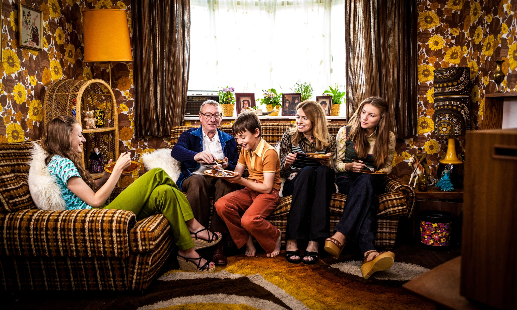 bbc 39 s back in time for dinner follow up to focus on family. Black Bedroom Furniture Sets. Home Design Ideas