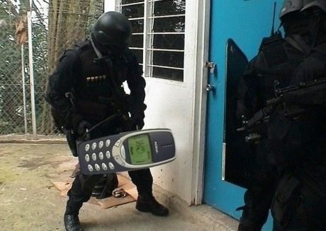 Nokia grap prentjie van die telefoon gebruik word as battery ram