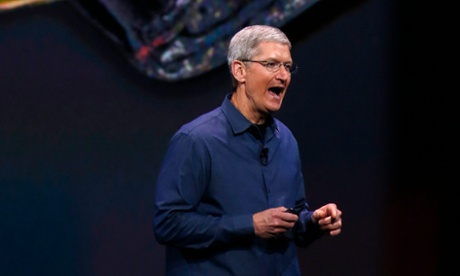 Apple chief Tim Cook criticises Google and Facebook over privacy
