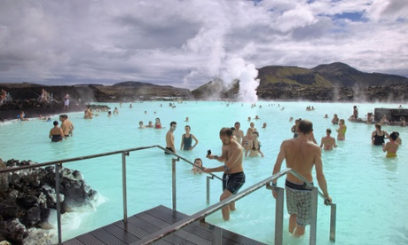 Iceland to lift capital controls to help boost economy