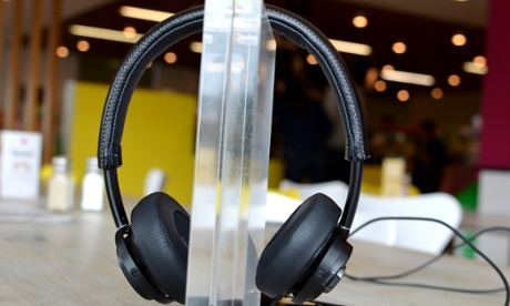 Philips Lightning connector headphones review: not worth the hassle