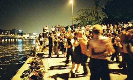 People dancing on the Square Tino Rossi, Quai Saint-Bernard, Paris.