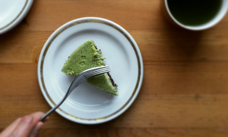 Matcha cheesecake with dark chocolate shortbread base