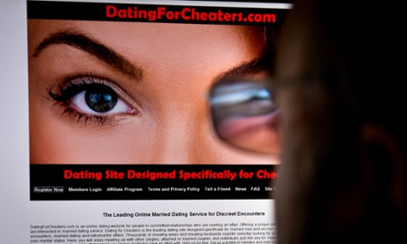 Ashley Madison 'discussed hacking competitor site'