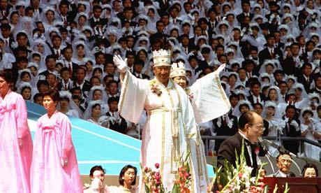Sun Myung Moon directs a mass wedding ceremony