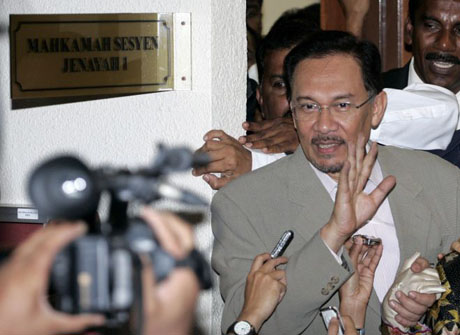 http://static.guim.co.uk/sys-images/Guardian/Pix/red/blue_pics/2008/08/07/AnwarIbrahim1.jpg