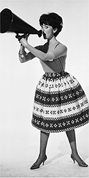 Wide hips in a skirt / Fifties fashion