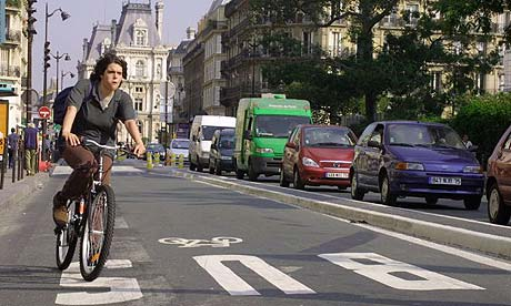 Cyclist on the streets of Paris