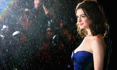 anne hathaway oscars 2010 performance. Anne Hathaway