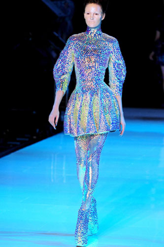 alexander mcqueen dives deep into fashion fashion the