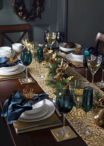 christmas table decorations blue and gold life and. Black Bedroom Furniture Sets. Home Design Ideas
