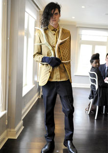 http://static.guim.co.uk/sys-images/Lifeandhealth/Pix/pictures/2009/2/26/1235657974102/Jethro-Lazenby-wears-Lou--005.jpg