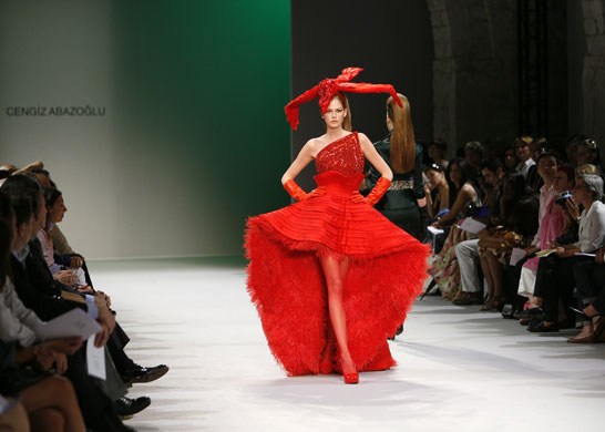 A showstopping red creation by Cengiz Abazoglu