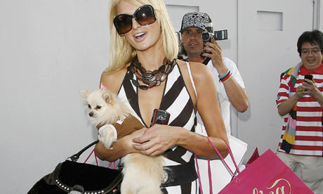 Paris-Hilton-and-dog-001.jpg