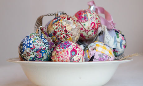 Craft Ideas Extra Fabric on Use Up Scrap Fabric On These Patchwork Baubles  Photograph  Hannah