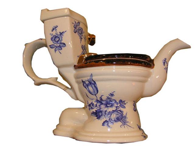 worst xmas gifts: Toilet teapot