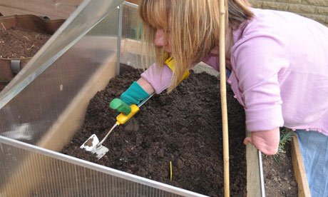 The best tools for disabled gardeners life and style for Gardening tools for disabled