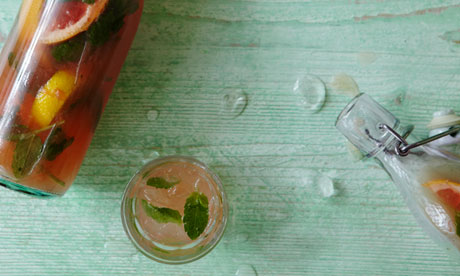 Honey lemonade with grapefruit and fresh mint