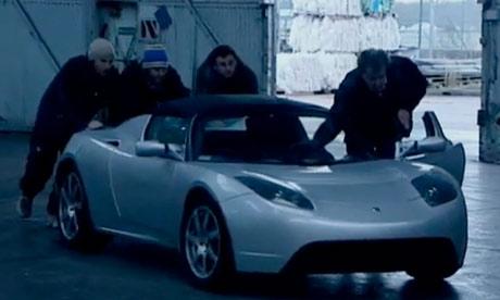 'Top Gear' staffers push a powerless Tesla