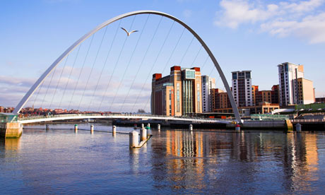 Gateshead Millennium Bridge , Newcastle Upon Tyne