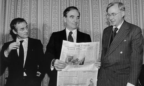 Rupert Murdoch in 1981, flanked by Harold Evans and William Rees Mogg