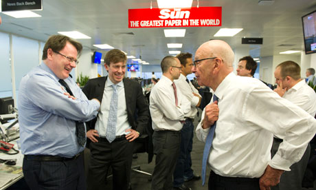 Rupert Murdoch tours the Sun newsroom