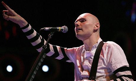 Rockestjernen Billy Corgan kollapset på scene, gikk i svart! thumbnail