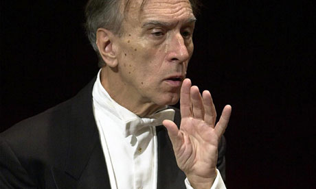 http://static.guim.co.uk/sys-images/Music/Pix/pictures/2011/10/14/1318602694258/Claudio-Abbado-appears-to-007.jpg