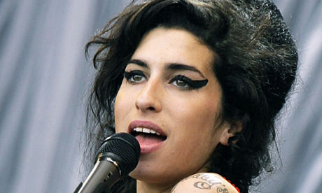Amy-Winehouse-in-2007-007.jpg (460×276)