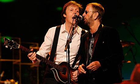 Paul McCartney and Ringo Starr perform in 2009