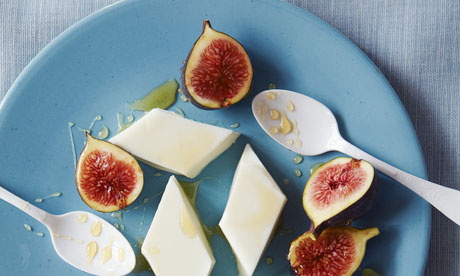 Milk jelly and figs